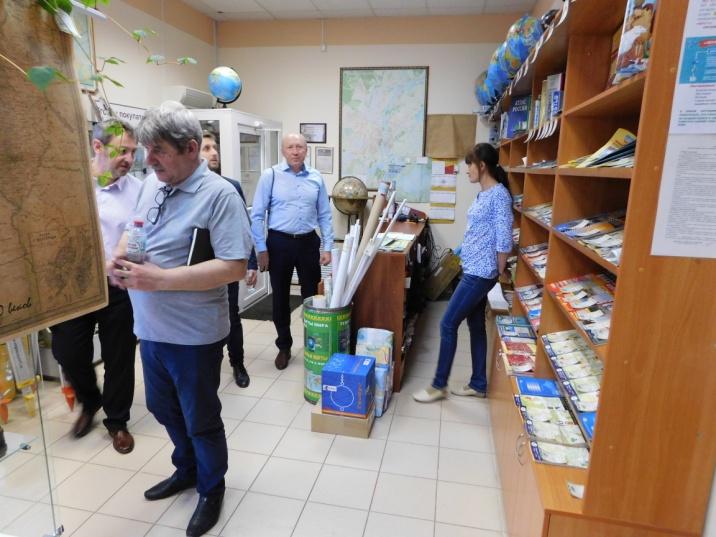 """Знакомство с работой Магазина """"Глобус""""."""